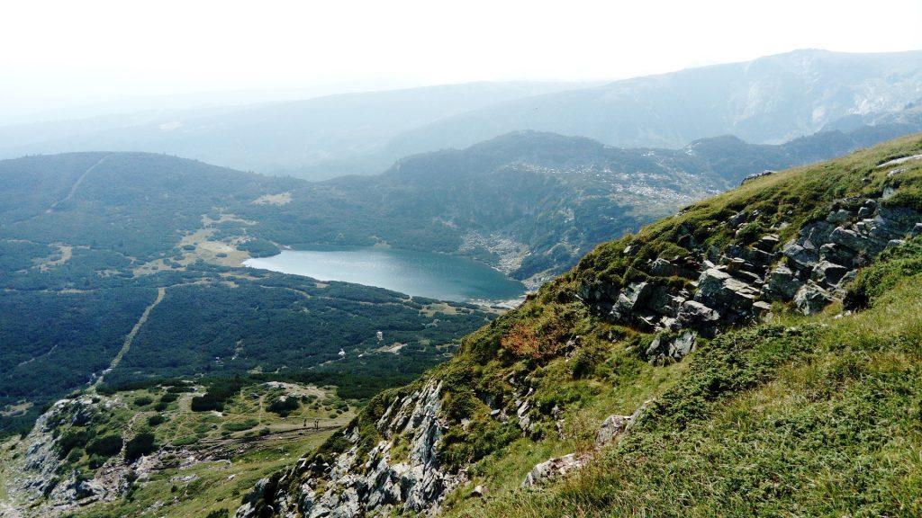 A Rila tó látképbe Bulgáriában